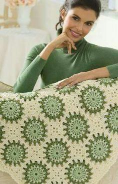 Circles in Octagons Throw - free crochet pattern by Anne Halliday for Red Heart. Crochet Motifs, Crochet Quilt, Crochet Squares, Crochet Home, Love Crochet, Crochet Blocks, Crochet Crafts, Crochet Yarn, Crochet Projects