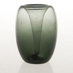 "SAARA HOPEA - Glass vase ""Taifuuni"" for Nuutajärvi Notsjö, Finland. [h. 12 cm] Glass Design, Design Art, Vintage Designs, Retro Vintage, Lassi, Bukowski, Decorative Accessories, Modern Contemporary, Finland"