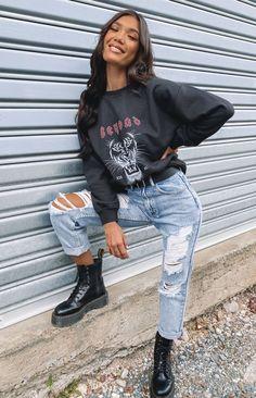 Tomboy Fashion, Teen Fashion Outfits, Look Fashion, Streetwear Fashion, Girl Streetwear, Trendy Teen Fashion, 90s Fashion, Retro Style Fashion, Teenager Fashion