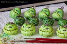 Caroline McFarlane-Watts: From Ghoulies and Ghosties polymer clay pumpins green Polymer Clay Halloween, Polymer Clay Projects, Polymer Clay Creations, Polymer Clay Art, Clay Clay, Polymer Clay Sculptures, Theme Halloween, Halloween Village, Halloween Crafts