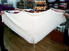 Mantón para bebe Manta Crochet, Crochet Bebe, Knitted Blankets, Baby Blankets, Baby Knitting Patterns, Sun Lounger, Lana, Aurora, Wordpress