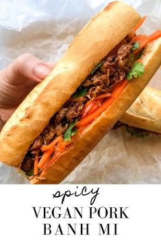 Oh hey, beautiful sandwich of my dreams! This spicy vegan pork banh mi is totall… - Sandwich Vegan Sandwich Recipes, Veg Recipes, Asian Recipes, Healthy Recipes, Vegan Sandwiches, Pork Sandwich, Jackfruit Sandwich, Healthy Food, Vegan Recipes
