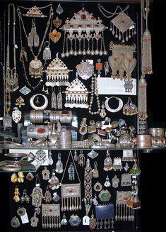 2290 Central Asia ➳➳➳☮American Hippie Bohemian Boho Bohéme Feathers Gypsy Spirit Style- Jewelry collection Tibet Nepal Tribal - My Accessories World Tribal Jewelry, Bohemian Jewelry, Jewelry Art, Silver Jewelry, Jewelry Accessories, Fashion Jewelry, Jewelry Design, Jewellery Box, Jewelry Ideas