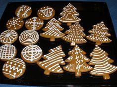 Nachystáme si velkou mísu, kam vložíme veškeré ingredience a promícháme. Pořádně ručně vyhněteme a zpracujeme na měkké vláčné těsto. Vyklopíme na... Christmas Wrapping, Christmas 2017, Christmas Baking, Christmas Cookies, Christmas Ornaments, Mini Cupcakes, Biscotti, Cookie Decorating, Gingerbread Cookies