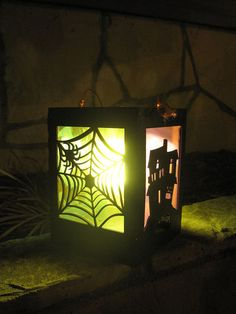 Keep the Kids safe! DIY LED Lanterns for Kids - Not a bad idea for helping keep them safe while Trick or Treating. Homemade Halloween Decorations, Halloween Crafts, Halloween Ideas, Creepy Halloween, Halloween Party, Cardboard Painting, Lantern Set, Kids Lantern, Christmas Doodles