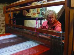 Visitez un atelier de tissage Coline à Broncourt-en-Argonne entre Clermont-en-Argonne et Verdun en Meuse : un moment unique à partager avec une tisseuse