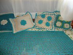 Trabalho em linha barroco e barbante azul,almofadas combinando.