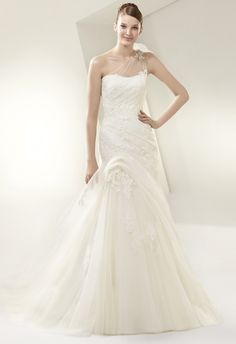 love this Spring 2014 enzoani wedding dress 15_Courtesy_Enzoani_Beautiful031