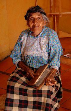 Carding Wool Oaxaca by Ilhuicamina, via Flickr