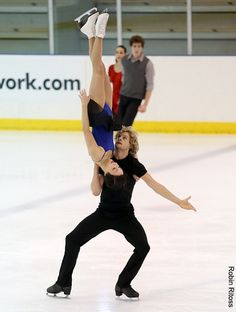 Meryl Davis & Charlie White (USA) lol look at the Canadians in the back:) #worried