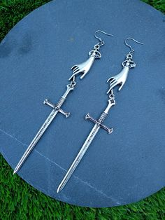 Tarot earrings large sword earrings by Valkyrie´s Song Funky Earrings, Statement Earrings, Silver Earrings, Cute Jewelry, Jewelry Accessories, Funky Jewelry, Grunge Jewelry, Accesorios Casual, Jil Sander