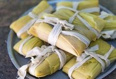 Tamales are a delicious way to experience traditional Mexican flavors. These treats, consisting of seasoned meat or vegetables surrounded by corn masa, are usually steamed inside a corn husk or banana leaf until the outer layer is cooked. Raw Food Recipes, Mexican Food Recipes, Cooking Recipes, Healthy Recipes, Mexican Desserts, Freezer Recipes, Freezer Cooking, Cooking Ideas, Veggie Recipes