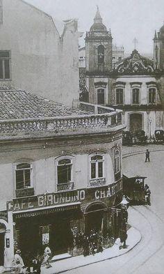 Café Girondino em 1910, no Largo São Bento. O Café Girondino existe até hoje em São Paulo e vale a pena conhecer. Old Pictures, Old Photos, Vintage Photos, Vale Do Anhangabaú, Cidades Do Interior, Sao Paulo Brazil, Old Buildings, White Photography, Old World