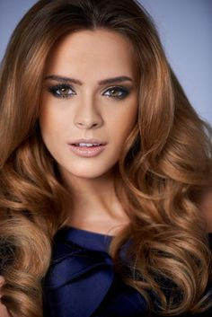 Flavia de Oliveira - light golden-brown hair