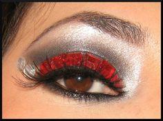 Maquillaje del can cán. El rojo es muy utilizado.