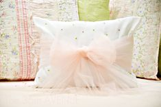 I am having too much fun working on Mimi's room. She is as girly as girls get, and a fairytale would be the perfect background for her…   Above all things she loves ballet so her room has a romantic ballerina feeling and this is what this pillow that I made last night without planning …