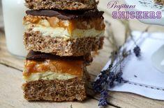 prajitura snickers Chocolate Biscuit Cake, Romanian Food, Romanian Recipes, Creme Caramel, Sugar Rush, Food Design, Cravings, Panna Cotta, Oreo
