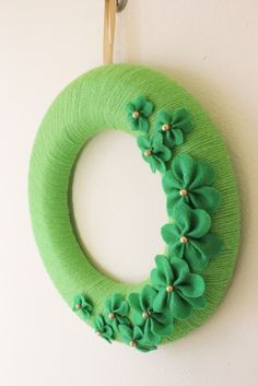 how to make a yarn wreath for St. Patrick's Day with Make Bake Celebrate