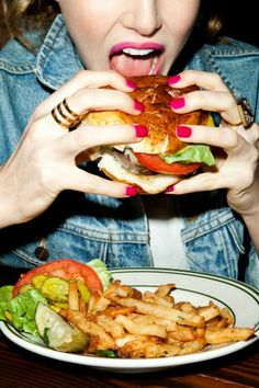 These are the 3 highest calorie meals in America.And this is why knowing what you eat and eating healthy foods is so important. Eating Fast, Stop Eating, Eating Healthy, Healthy Foods, Healthy Living, Chefs, Beauty Photography, Food Photography, Restaurant Dishes