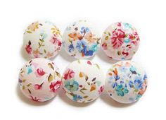 Sewing Buttons / Fabric Buttons - 6 Medium Fabric Buttons Set  For other floral print buttons, please go to: https://www.etsy.com/shop/heydayhandmade/items?ref=hdr_shop_menu&search_query=floral%2Bsewing%2Bbuttons  This listing is for a set of 6 fabric covered buttons made exclusively from a Japanese cotton carried in our supplies store.  Hand-sewn, gathered and created from scratch (not hand-pressed), these plastic shank buttons offer a rounder surf...
