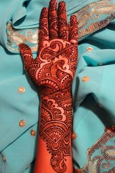 Variously known as mehendi, henna is an age old tradition of adorning women. When applied on the hands and feet, beautiful henna designs not only increase a woman's Natural beauty, but add a touch of elegance as well. Peacock Mehndi Designs, Pakistani Mehndi Designs, Indian Henna Designs, Mehndi Designs 2018, Modern Mehndi Designs, Mehndi Design Pictures, Wedding Mehndi Designs, Beautiful Mehndi Design, Mehndi Images