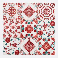 日本の和柄をミックスしたプリントタイル。 カラーは赤を基調とした和柄タイルらしい配色です。 室内のアクセントとして、様々なシーンでご使用いただけます。