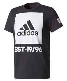 T-trøye med stort logotrykk i front fra adidas. Trøyen har smal ribb i halsringningen  Rett avslutning i nedkant. 100% bomull. #sportmann #adidas Adidas, Tees, Sports, Mens Tops, T Shirt, Fashion, T Shirts, Tee, Moda