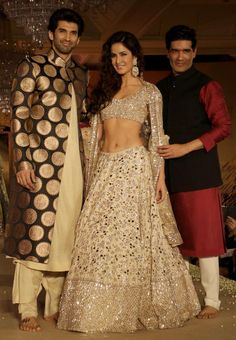 Aditya Roy Kapur, Katrina Kaif and Manish Malhotra strike a pose for the cameramen (Photo: Yogen Shah) Indian Bridal Party, Indian Bridal Lehenga, Pakistani Bridal, Indian Gowns Dresses, Event Dresses, Pakistani Dresses, Ethnic Outfits, Indian Outfits, Fashion Bazaar