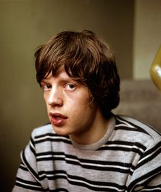 1964 Mick Jagger lead singer of the Rolling Stones Mick Jagger Rolling Stones, Los Rolling Stones, Mick Jagger Young, Moves Like Jagger, Stone World, Jolie Pitt, Angelina Jolie, Angel Eyes, Keith Richards