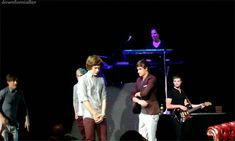 DIRECTINONERS!!! PLEASE FOREVER REPIN THIS GIF!!! DAYUM LOUIS! :D