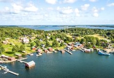 The themed route Unique coastal villages in southwest Finland presents eight villages along the southwest coast and archipelago on which you can set your wandering sights all year round. In these unique villages, you'll be immersed in history, living village culture and spectacular coastal and archipelago nature of the Teijo and Archipelago national parks the whole year round.