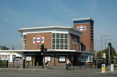 BOUNDS GREEN TUBE STATION | BOUNDS GREEN | HARINGEY | LONDON | ENGLAND: *London Underground: Piccadilly Line*