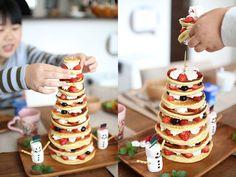 「パンケーキタワーの作り方」を紹介します。お誕生会はもちろんクリスマスパーティーにもぴったりなパーティー料理(ケーキ)演出のDIYアイデアです。ちょっと工夫するだけで、誰でも簡単に作れるので、お時間のある方はぜひ挑戦してみてください^^