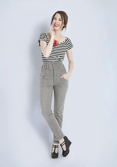 Keep it chic and casual in comfortable separates! In this outfit: Roller Derby Date Top in Black, Improv Class Jeans, Book Tour de Force Wedge in Noir, Rays of Bright Necklace #casual #stripes #jeans #separates #wedges #cute