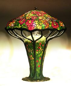 Tiffany Zinnia Bronze Lamp - glass and bronze.this thing must way a ton! Tiffany Stained Glass, Stained Glass Lamps, Tiffany Glass, Antique Lamps, Antique Decor, Victorian Lamps, Chandelier Design, Art Nouveau, Chandeliers