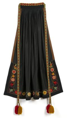 Traditional Fashion, Traditional Outfits, Norwegian Clothing, Salwar Pants, Fantasy Costumes, Folk Costume, Knitting Accessories, Fashion Outfits, Womens Fashion