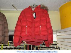 El día es ideal para lucir una linda chamarra roja como esta no te parece? #tapiayguerrero #Monterrey