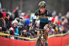 Tom Meeusen kwam op het Belgisch kampioenschap niet verder dan een negende plaats, op anderhalve minuut van winnaar Wout van Aert. Meeusen was wel de laatste die het wiel kon houden van de Lillenaar en ging ook nog eens solo op zoek naar van Aert. Dat resulteerde in een opvallend eerlijke tweet van de crosser van Telenet-Fidea.