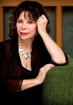 Isabel Allende • Non esiste separazione definitiva fino a quando c'è il ricordo.