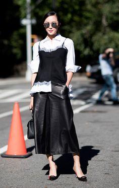 Street style look preto e branco.