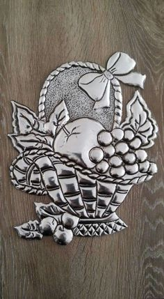 Tin Foil Art, Tin Art, Soda Can Crafts, Diy And Crafts, Arts And Crafts, Aluminum Foil Crafts, Metal Crafts, Pewter Art, Pewter Metal