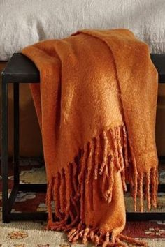 everyone can do with orange accessories in their home