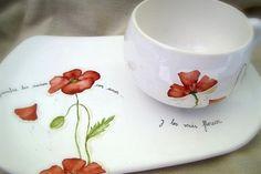 Tiempo de Porcelana.. Ceramic Cups, Ceramic Pottery, Ceramic Art, Pottery Painting Designs, Paint Designs, Poppy Decor, China Clay, Painted Plates, Coffee Set