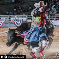 Clown Photos, Team Roper, 8 Seconds, Rodeo Cowboys, Rodeo Life, Bull Riders, Cowboy And Cowgirl, Great Memories, Cattle