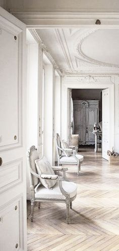 = parquet floors and white mouldings = Paris apartment
