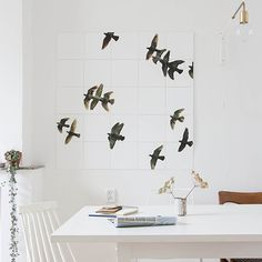 IXXI wall decoration made by blogger Holly Marder of Avenue Lifestyle. What she made is so simple beautiful. A real match with her interior. The IXXI in this example will cost $84.45 (own images, 100 x 100 cm). #ixxi #ixxidesign
