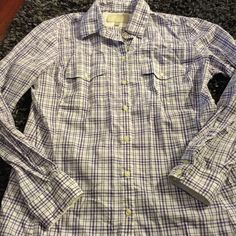 Banana Republic Spring Fever Button Down It has stretch, it's has comfort and it shows great taste! Excellent condition. Pairs well with a skirt, dress pants and even jeans! Banana Republic Tops Button Down Shirts