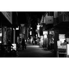 #streetphotography #people #peoplewatching #pointofmyview #landscape #lifestyle #snapshot #ig_japan #ig_snapshots #ig_worldclub #ig_monochrome #monochrome #cityspace #urbanlandscape #walkingaround #wathingpeople #japan #japanfocus #ファインダー越しの私の世界 #日常風景 #スナップショット #fujifilm_xseries #team_fuji #ordinarydays #スナップ写真 #街撮り #Instagramjapan #nightphotography #nightshot
