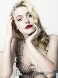 Dakota Fanning.. She is amazing. Love the 20s decade style on her.