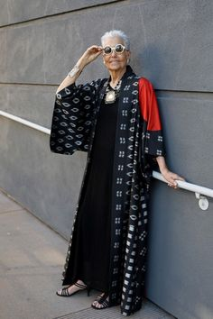 """ADVANCED STYLE""""It's not about dressing up, it's about having fun. It's about the joy of aging."""" old Audrey Stein on seeing herself in my new book for the first time. Mature Fashion, Fashion Over 50, Look Fashion, Plus Size Fashion, Womens Fashion, Fashion Trends, Street Fashion, Street Style Vintage, Mode Abaya"""
